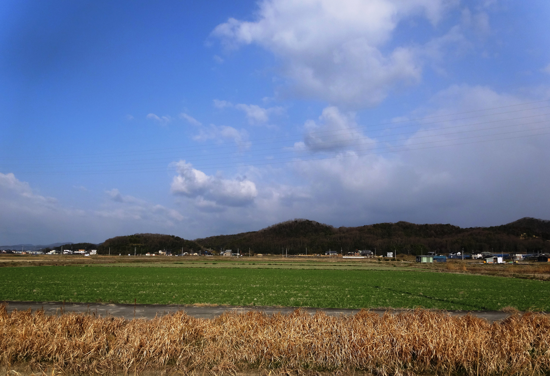 田舎の山と空