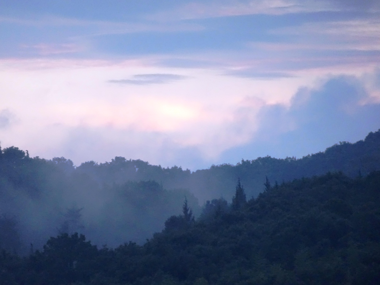 雲上がる夕景