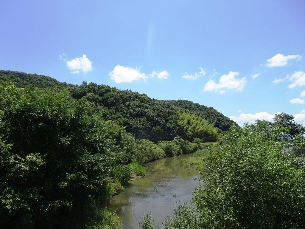盛夏の空と川