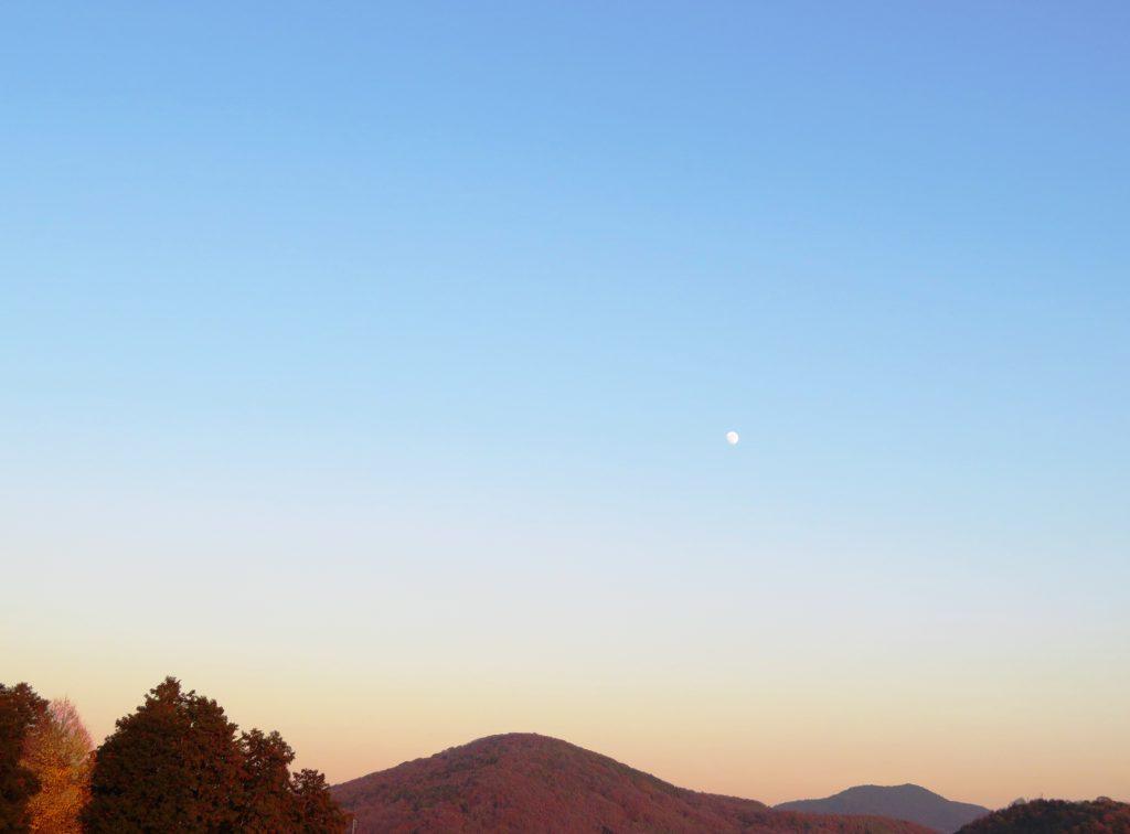 冬、夕暮れ、月