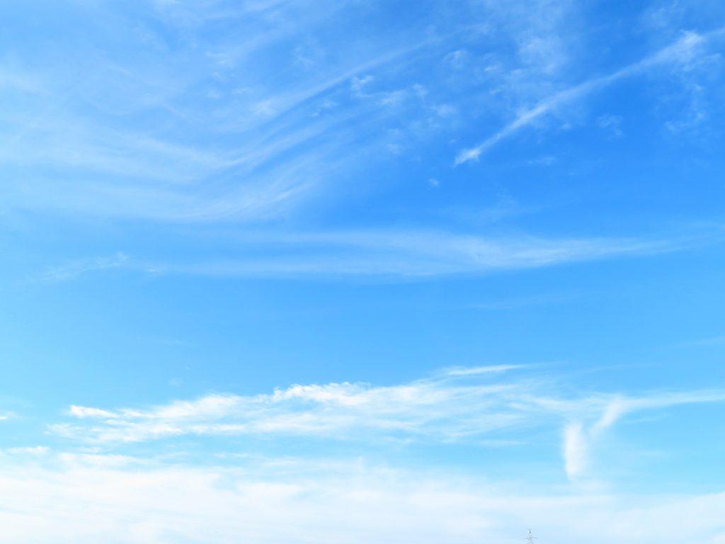 夏至の日の朝の青空