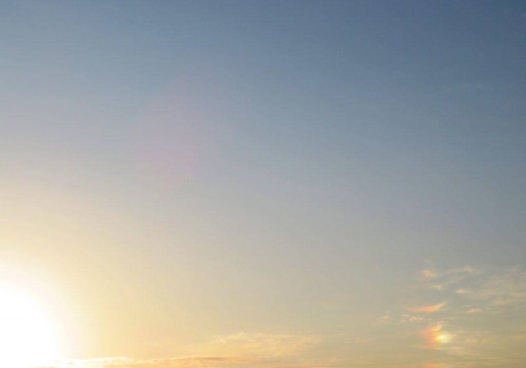 日の出 彩雲